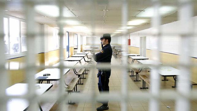 Interior del CIE Zona Franca de Barcelona. Foto: EFE